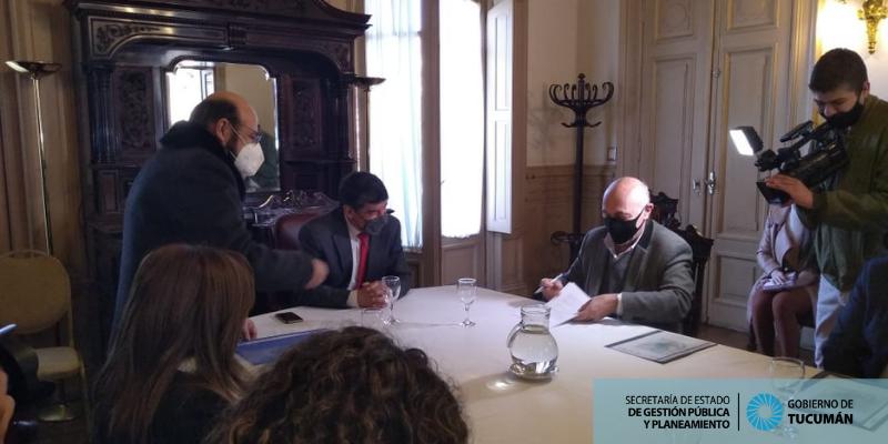 Firma de acta acuerdo entre la Secretaría de Gestión Pública y Planeamiento y la Universidad Nacional de Tucumán